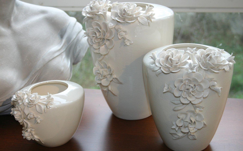 Deko Keramikvase mit Rosenornament, 21 cm, creme-weiß