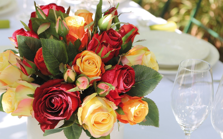 Künstlicher Freiland-Rosenstrauß, 24-fach, 28 cm, rot-gelb