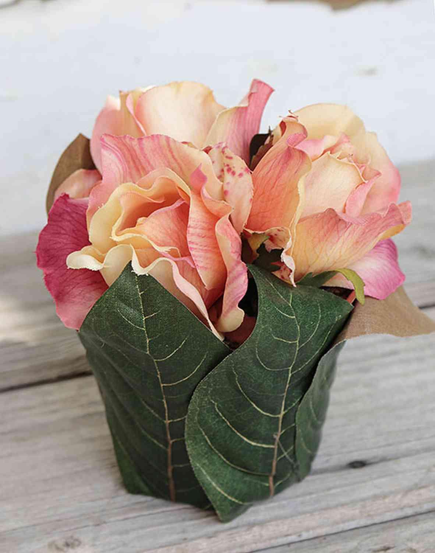 Künstliche Rosentopf mit Blättern, 3 Blüten, 13 cm, aprikose