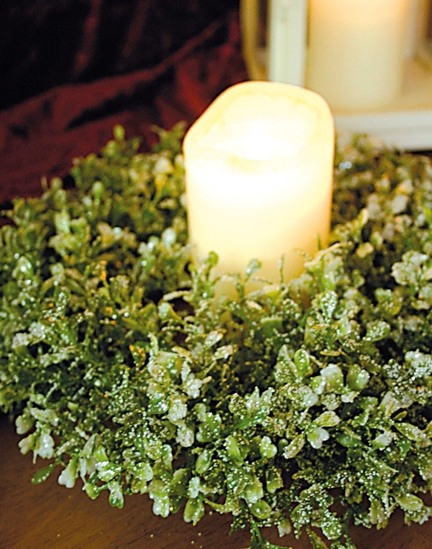Künstlicher Buchsbaum Kranz mit Schnee und Glitter aus Kunststoff, Ø 30 cmx, frost-grün